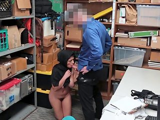 Arab Shoplifting Thief With Big Tits Dicked By A Cop New 7 Jan 2019 Sunporno
